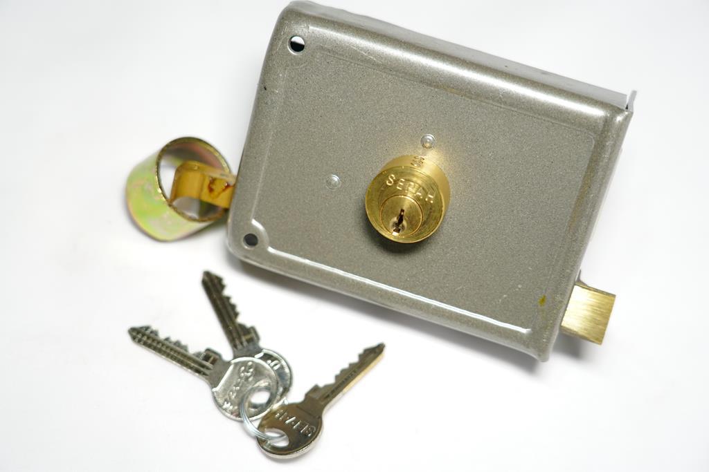 قفل در حیاطی کلید معمولی